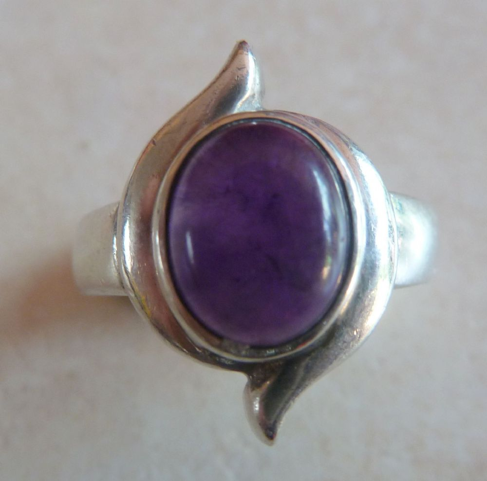 Sterling Silver And Amethyst Modernist Style Vintage Ring